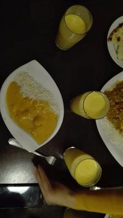 """Raja Rani: Porzione piccola di """"chicken mango"""" con Mango lassi"""
