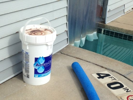 Best Western Dodgeville Inn & Suites: Pool chemicals left unattended next to pool. Dangerous! Health hazard!