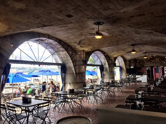 The Boat Basin Cafe: Nice space