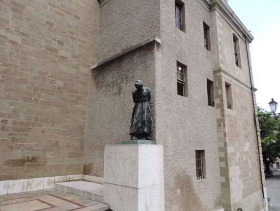 Musee International de la Reforme: This statue is in the vicinity of the Museum