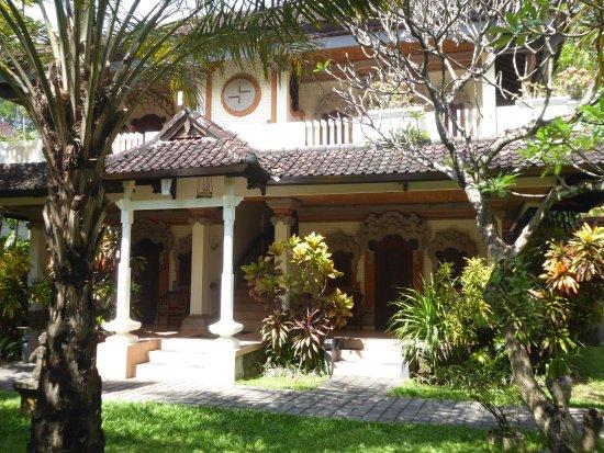 Vila Shanti Beach Hotel: Rooms from outside.