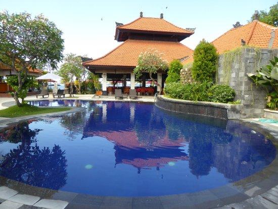 Vila Shanti Beach Hotel: Pool.