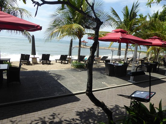 Vila Shanti Beach Hotel: Front beach area