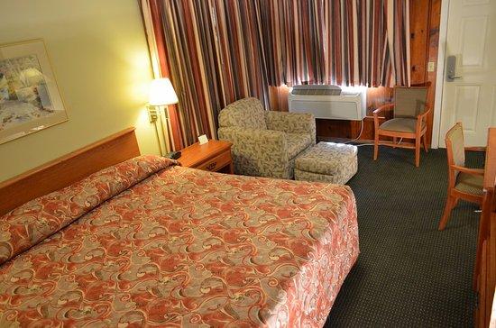 Courtesy Inn Eugene: King Bed Room