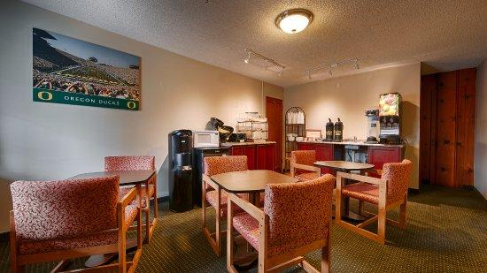 Courtesy Inn Eugene: Continental Breakfast Room