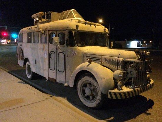 Joshua Tree, CA: Dusty Desert Traveller