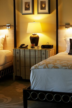 The Kahala Hotel & Resort: Standard Room Double Beds