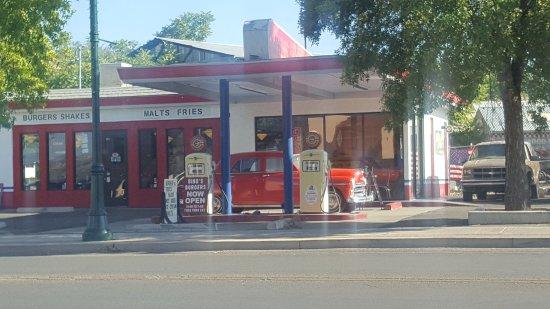 Cottonwood, AZ: Great retro main street