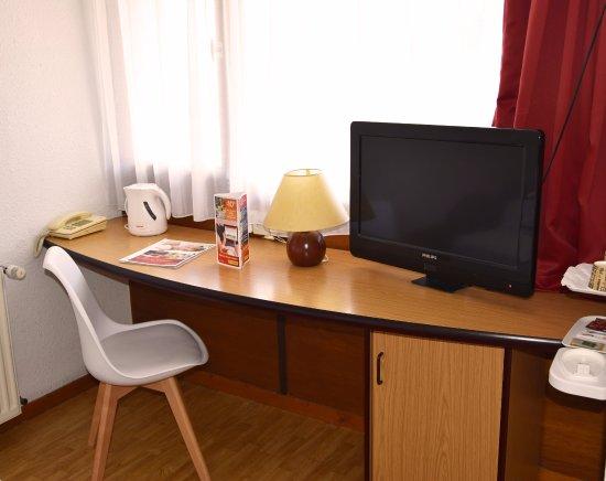 hotel balladins la roche sur yon france voir les tarifs 56 avis et 39 photos. Black Bedroom Furniture Sets. Home Design Ideas