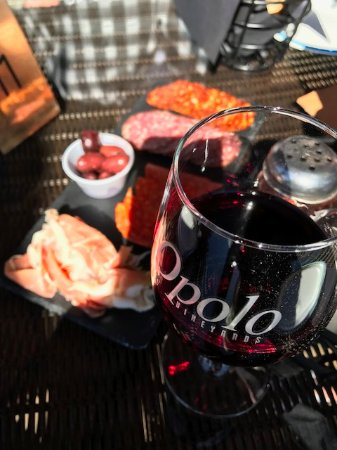 Opolo Vineyards: Wine and meat tray