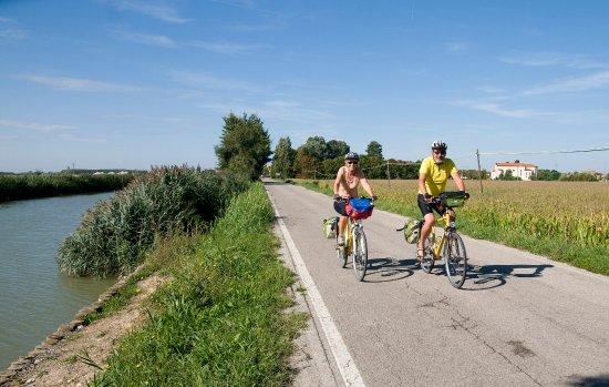 Dobbiaco, อิตาลี: Lungo la ciclabile Venezia-Porec