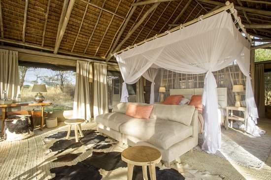 Kuro Tarangire, Nomad Tanzania: Double room with thatched roof and safari canvas sides. 
