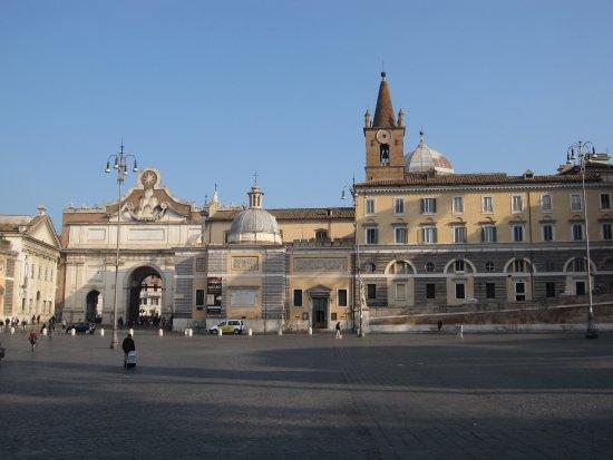 ポポロ門とポポロ教会 - ローマ...