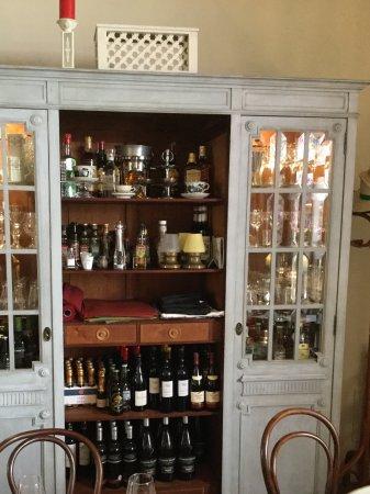 Café Scholl: Barschrank