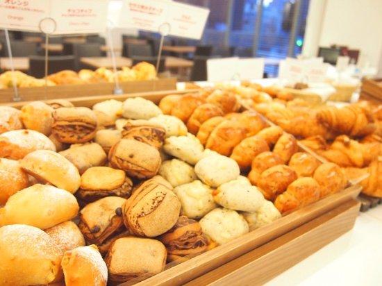 Hiroshima Tokyu REI Hotel: Take  your favorite bread!!