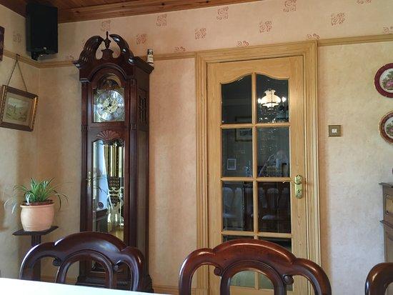 Coolmore House B&B: check that clock!