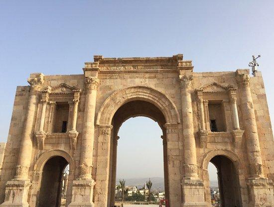 Руины Джараша: Hadrian's Arch