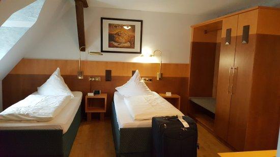 Rokokohaus Hotel: 20170705_030806_large.jpg