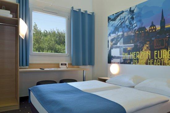 Wurselen, Germany: Zimmer mit französischem Bett