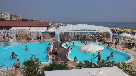 Il bagno holiday dall 39 alto foto di bagno holiday village milano marittima tripadvisor - Bagno holiday village ...