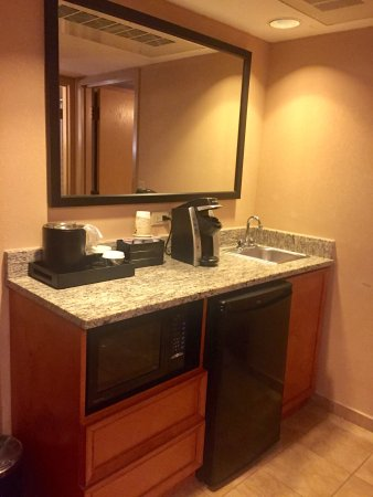 Embassy Suites by Hilton Kansas City-International Airport: Comfortable Stay