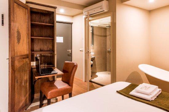 Standaard kamer met bad en douche foto van stadshotel doesburg