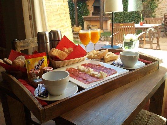 Camanas, Spain: Desayuno Carretero servido en el comedor