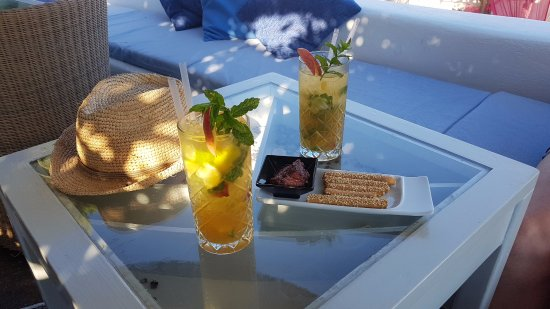 Kastro, Greece: Peach mohito (with olive tapenade & breadsticks)