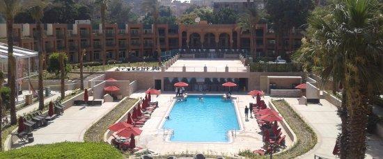 Cairo Marriott Hotel & Omar Khayyam Casino: Outdoor swimming pool