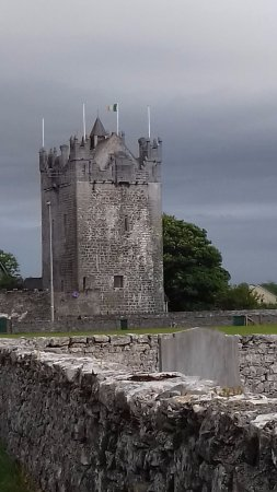 Claregalway Hotel: Claregalway Castle