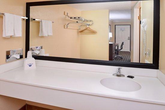 Azusa, CA: Guest Vanity