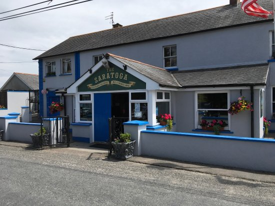 Woodstown, Irland: Delightful stop for a bite of lunch.  Authentic Irish atmosphere and good food,,, YES, we would