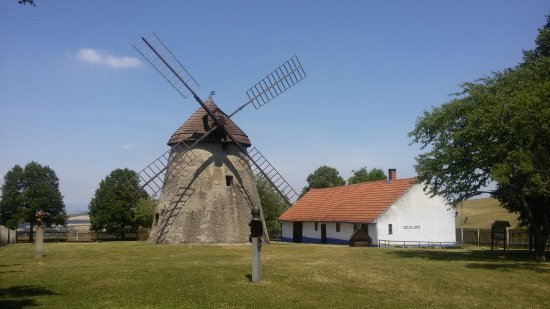 Windmills v Kuzelove