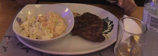 Red Rock Spur Steak Ranch: NY Sirloin com salada de batata deliciosa