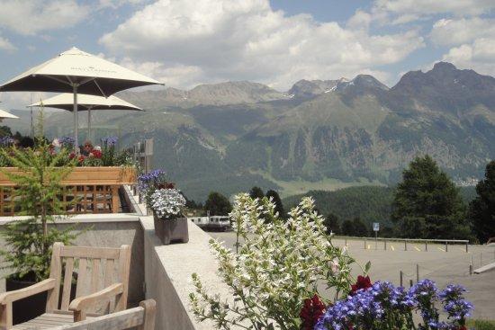 Corviglia Brasserie: Alpenblumen Terrasse