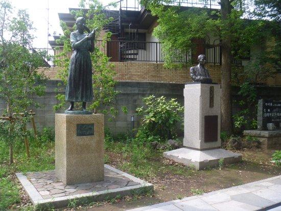 Aozorae Jiyu, Ai, Heiwa Statue