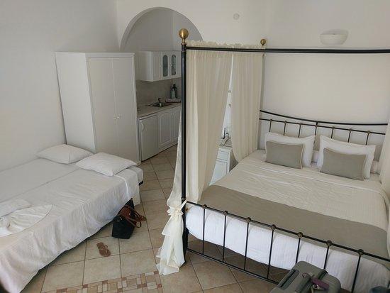 Agnadema Apartments: Terrible beds for 14yo & 17yo.