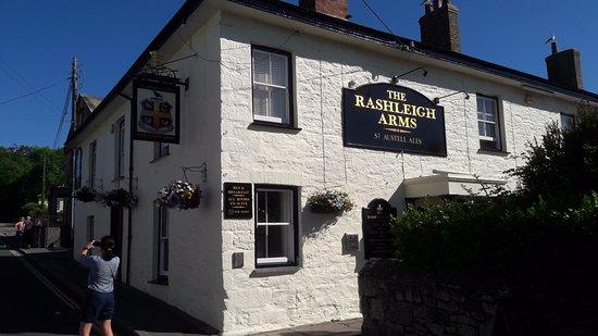 Rashleigh Arms: Main Pub building