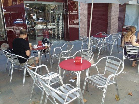 Quart de Poblet, España: Outside seating