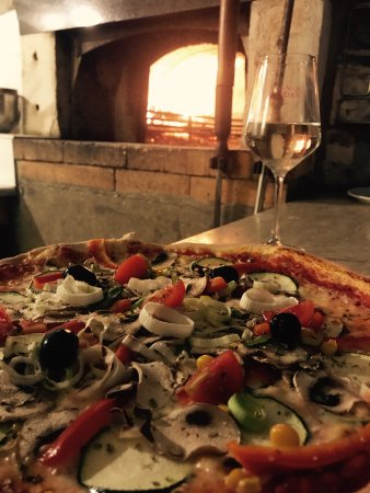 Krnica, Chorwacja: You can create your own pizza, mine is with truffels and hot peppers 🌶🌶🌶... your?