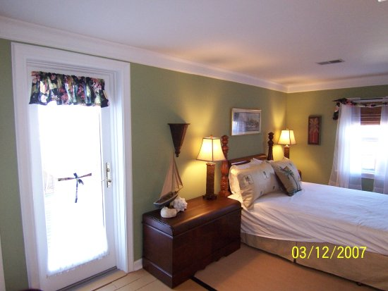 Saxonburg, PA: Florida Suite, with private bathroom