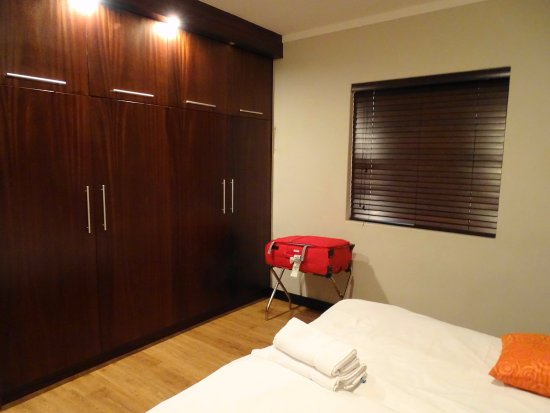 Sypialnia Z Garderobą Picture Of Icon Luxury Apartments