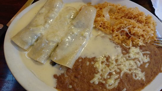 McMinnville, Τενεσί: Spinach enchiladas (I think) from the Vegetarian section of the menu