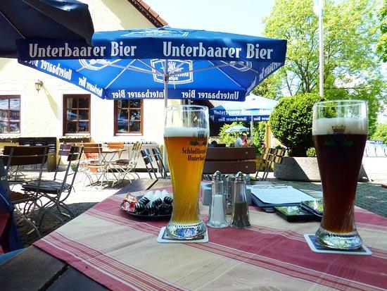 Koenigsbrunn, Alemania: Im schattigen Biergarten