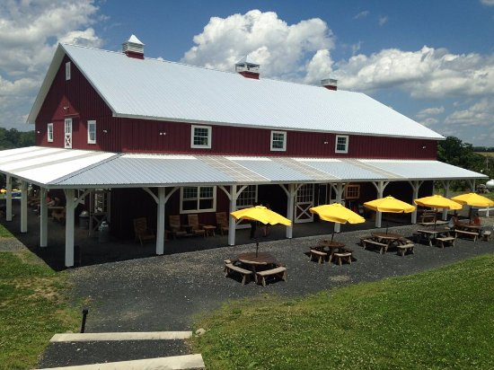 Warwick, NY: Penning Farm Cidery - the steps take you up the hill for a better view. Table and chair awaits