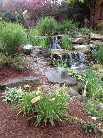 Plymouth, MI: Waterfall Garden