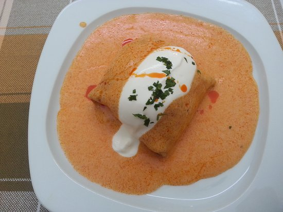 Veszprem County, Hungría: pancake stuffed with chicken meat