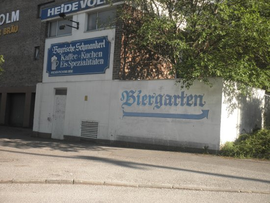 Planegg, Allemagne : A sign points the way to the Biergarten