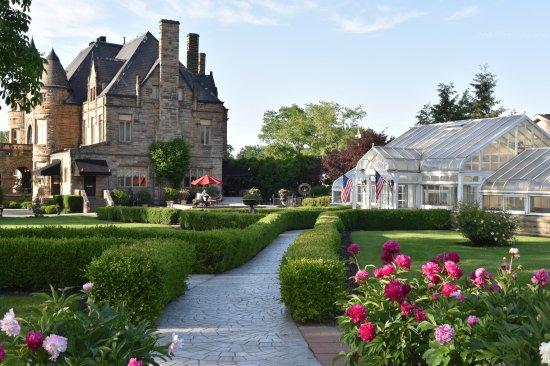ชารอน, เพนซิลเวเนีย: Springtime at Buhl Mansion