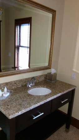 Federal Pointe Inn, an Ascend Hotel Collection Member: New bathroom